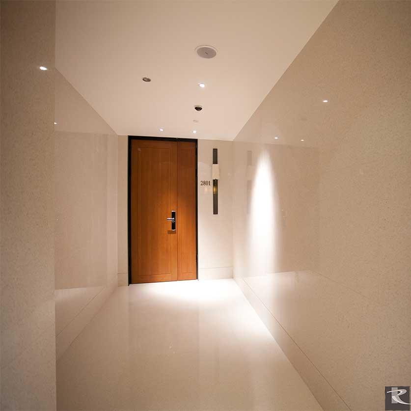 誠品居所的住宅鋪設羅馬崗石人造石蒂雅系列,發揮設計師簡約低調而大氣的氣質。