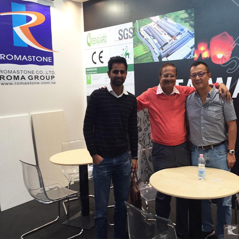 羅馬集團光聯興業總經理黃岳盟(右二)與全球設計師及石材商相見歡