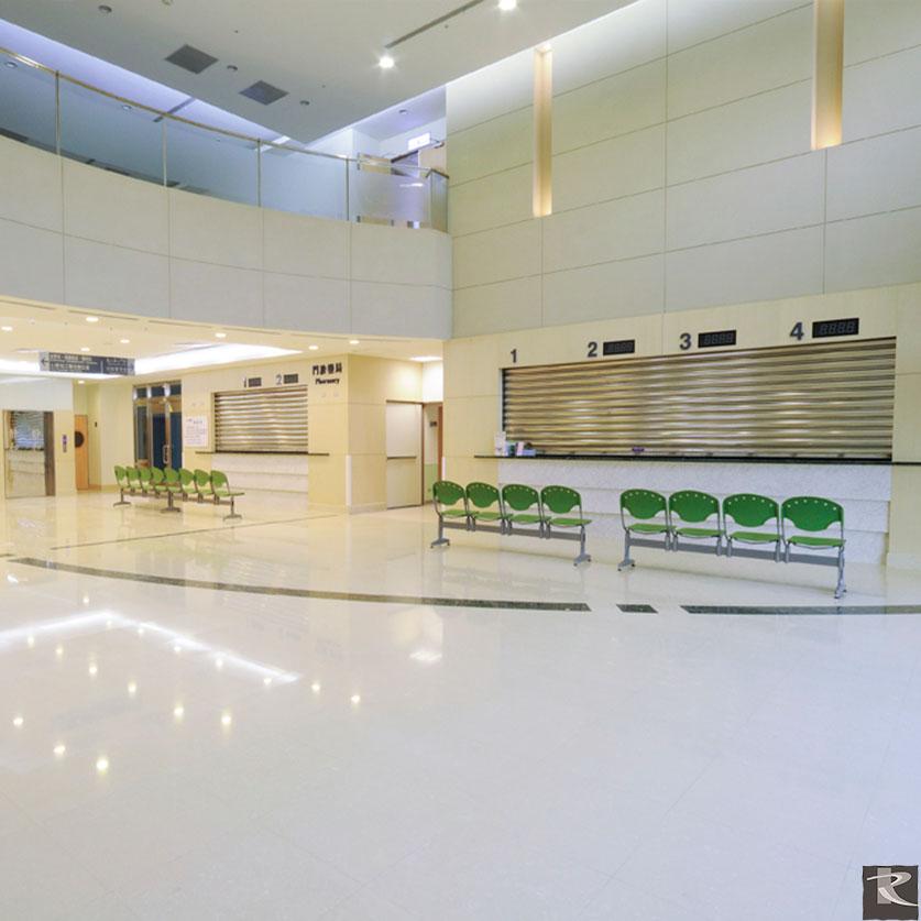 羅馬崗石人造石無毒無輻射、符合國際GreeGuard Gold綠建材最高標準,讓醫院空間更加令人安心。