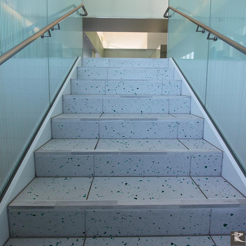 羅馬崗石人造石伊麗斯系列R9應用於樓梯空間