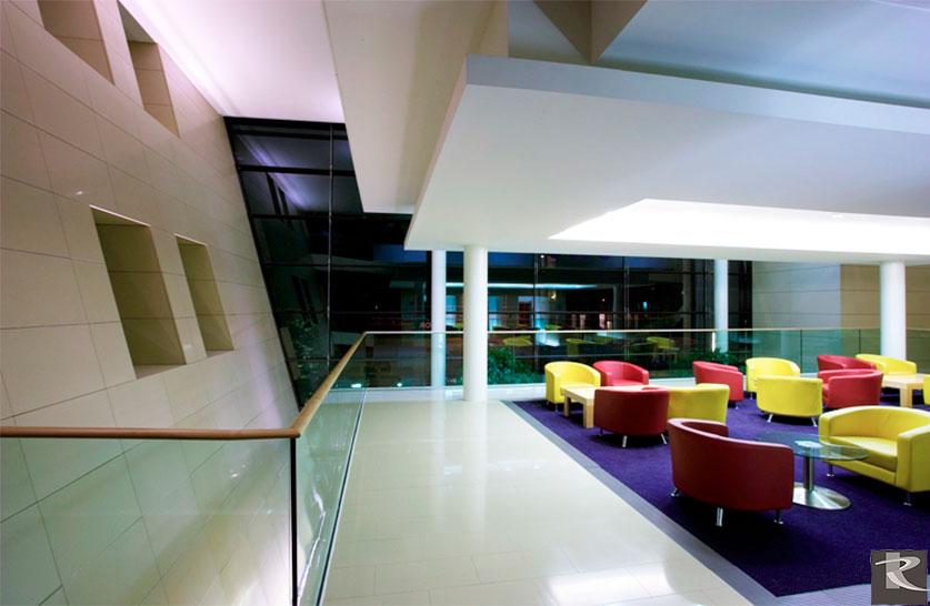 英國倫敦蘇格蘭皇家銀行總行使用的是來自台灣羅馬崗石人造石維納斯系列的建材精品