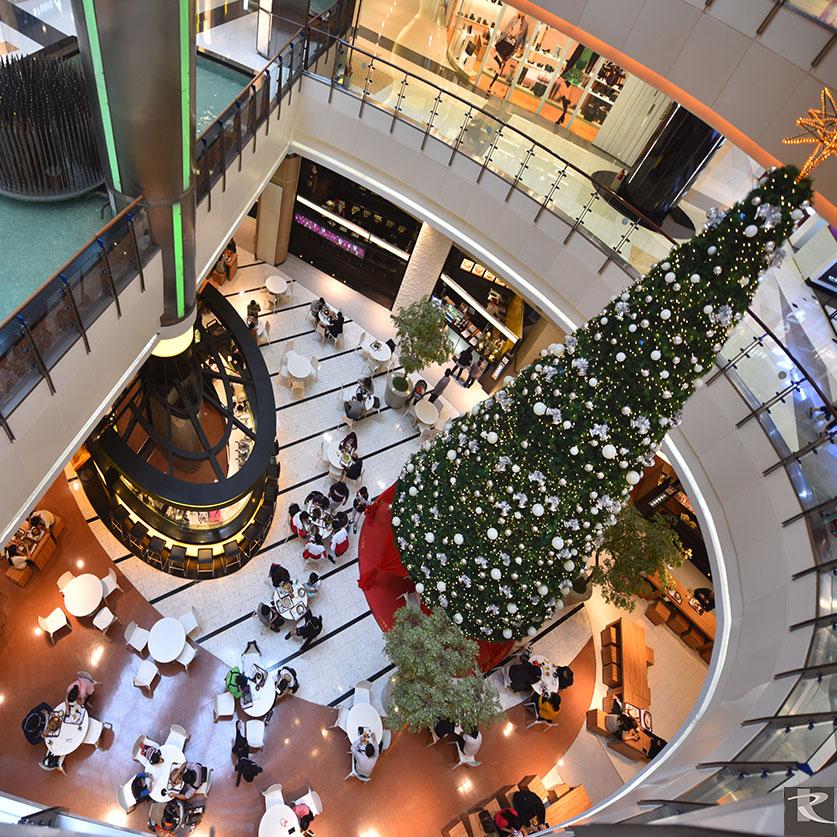 大江購物中心自初建起至今十多年,皆指定採用羅馬崗石人造石為其地坪建材。