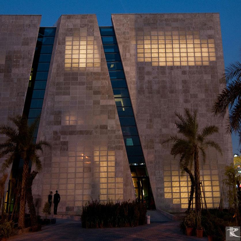 羅馬透明水泥i.Light具良好的透明性,又符合環保綠建材的概念,是一項水泥應用在牆面或地板的新革命。