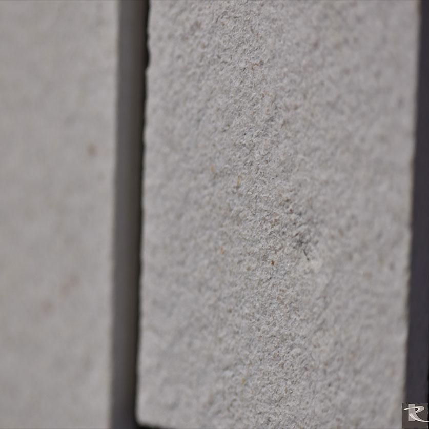 馬崗石人造大理石的加工:噴砂面。