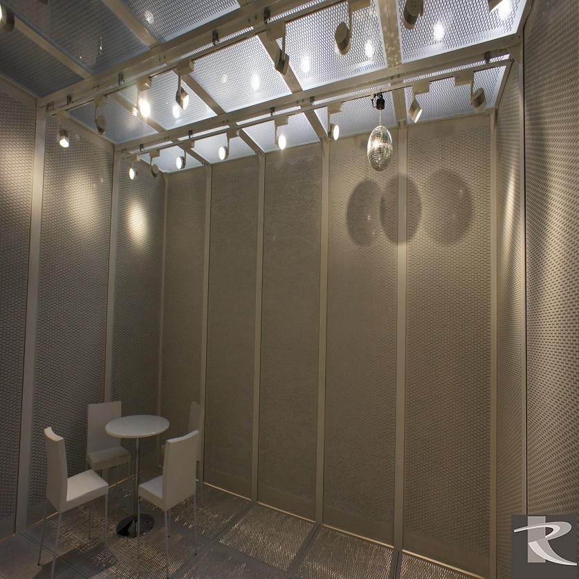 羅馬集團光聯興業展覽現場營造建築實景,羅馬透明水泥讓專業建築師設計師體會實物氛圍。
